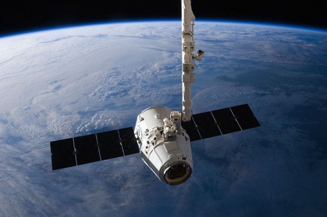 800px-SpaceX_Dragon_C2+_just_prior_to_Canadarm2_release_(ISS031-E-079326)
